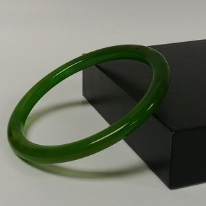 Jewelry - Vintage Marbled Green Bakelite Bangle